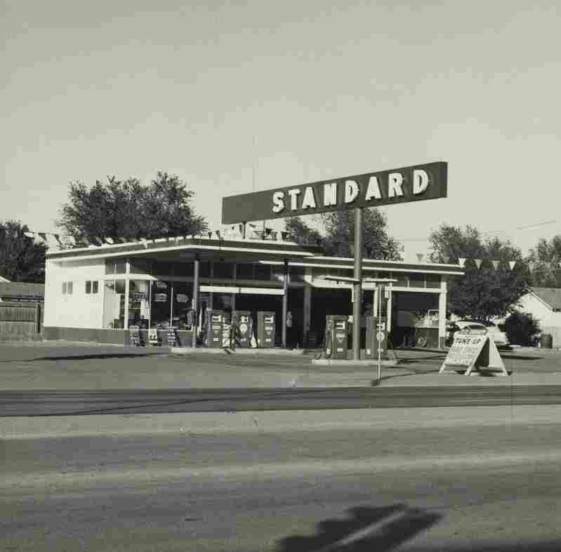 04-ruscha-standard-amarillo-texas-1962_custom-1719e350e598f55d92dd81e1951318d1fdd0025e-s1100-c15